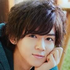 小瀧さんはジャニーズwestの最年少メンバーですが、以前フライデーに撮られた写真が個性的と、自分のことを「ノンコタニシ」と呼んで一時検索ランキングの上位に上がる