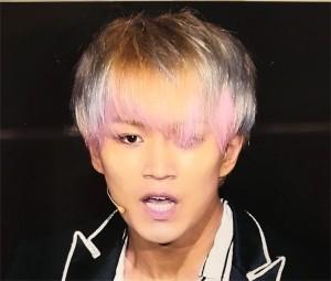 神山智洋が青髪